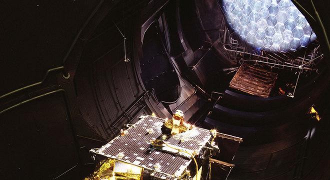 O satélite de telecomunicações Artemis, lançado em 2001, pesava mais de 3 toneladas