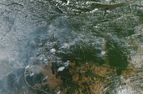 Imagens de satélite mostram fumaça das queimadas