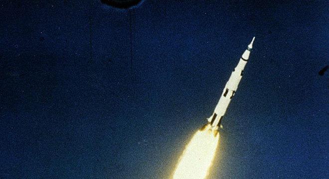 O foguete Saturn 5 pesava mais de 2,8 milhões de quilos e tinha 111 metros de altura