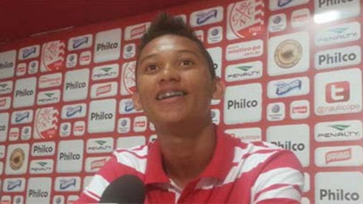 Saullo Costa (Náutico): com 16 anos e oito meses, o garoto Saullo foi promovido pelo Náutico, em 2013. Ele atua como meio campista