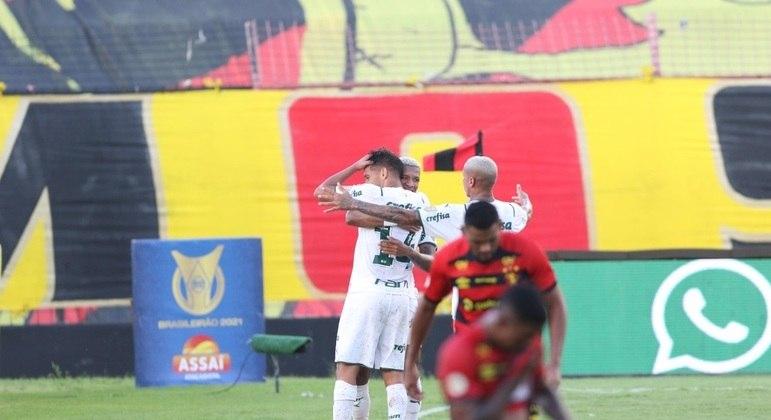 Gustavo Scarpa decidiu mais um jogo para o Palmeiras neste Brasileirão