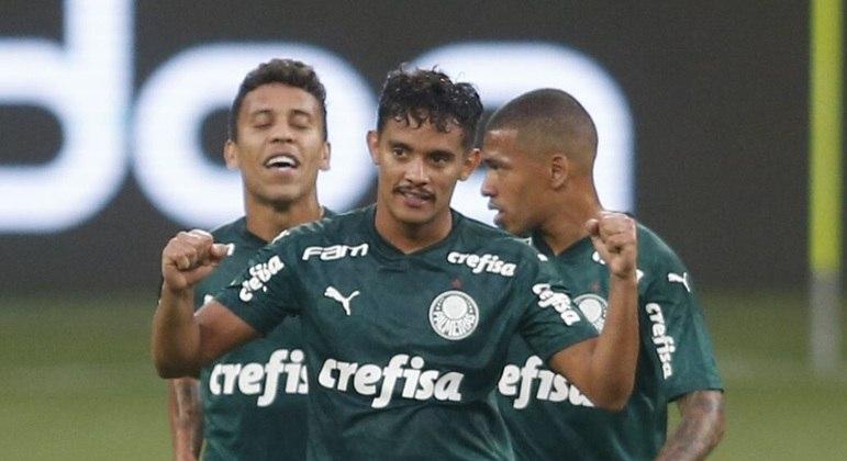 Gustavo Scarpa fez um golaço de falta na vitória do Palmeiras