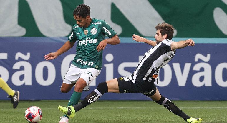 Gustavo Scarpa participou dos dois primeiros gols do Palmeiras