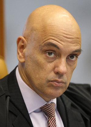 Moraes cita movimentação atípica de escritório de Salles