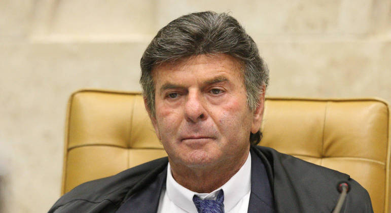 Fux exonera secretário que pediu reserva de vacina da covid-19