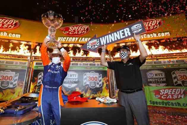 Scott Dixon venceu a abertura do campeonato no Texas. Josef Newgarden foi segundo