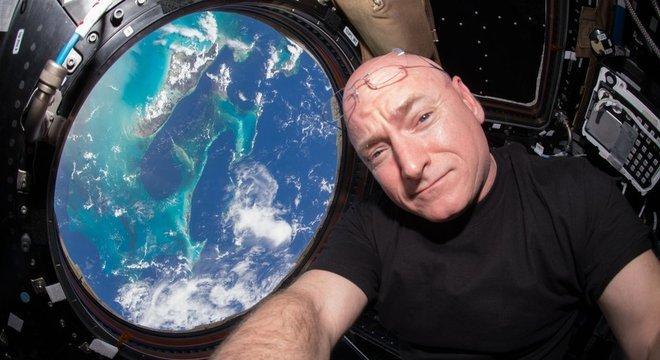 Scott Kelly quebrou o recorde americano de voos espaciais de longa duração