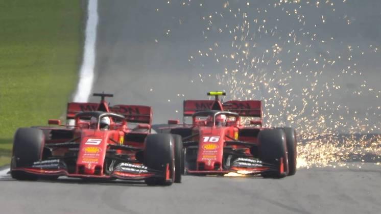 Se engana quem pensa que foi o único acidente dos dois. No GP do Brasil de 2019, um toque acabou com a corrida de ambos em Interlagos