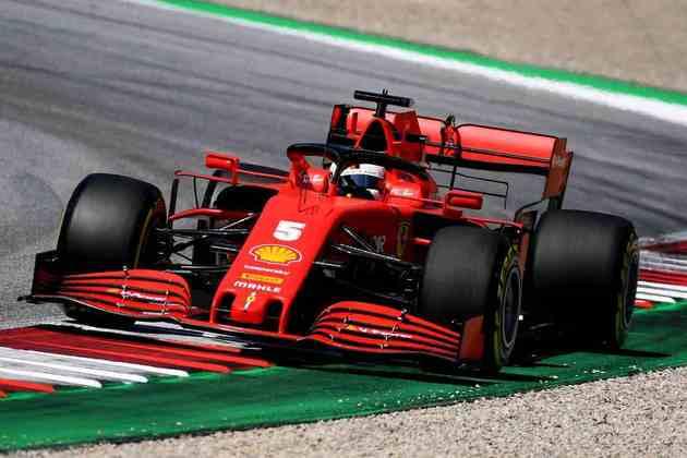 Sebastian Vettel andou apenas uma volta e abandonou após um toque do companheiro de equipe