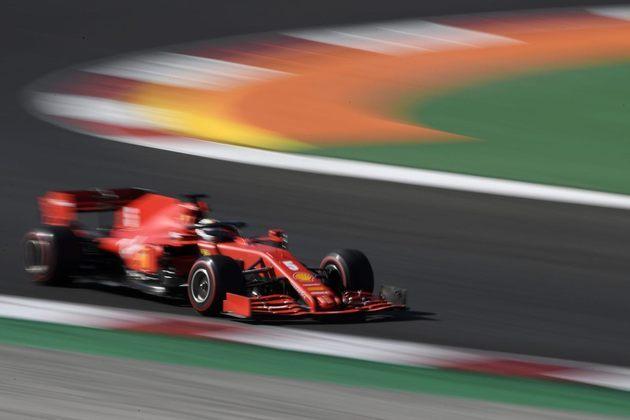 Sebastian Vettel enfrentou dificuldades com o carro da Ferrari e ficou apenas em 15º