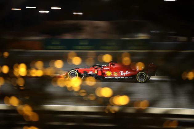 Sebastian Vettel finalmente conseguiu bater o companheiro Leclerc.