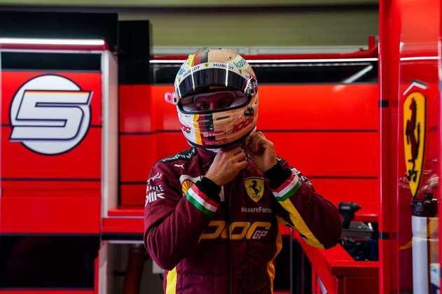 Sebastian Vettel nas cores especiais da Ferrari para o 1000º GP da equipe na F1