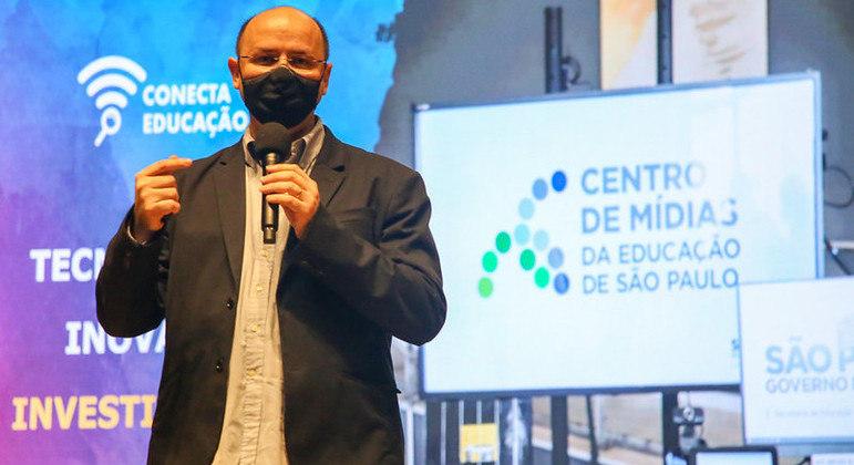 Escolas da rede estadual de SP terão internet de 100 MB até 2022, diz secretário de Educação