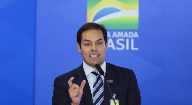 Paulo Uebel cobra fim dos privilégios aos servidores públicos