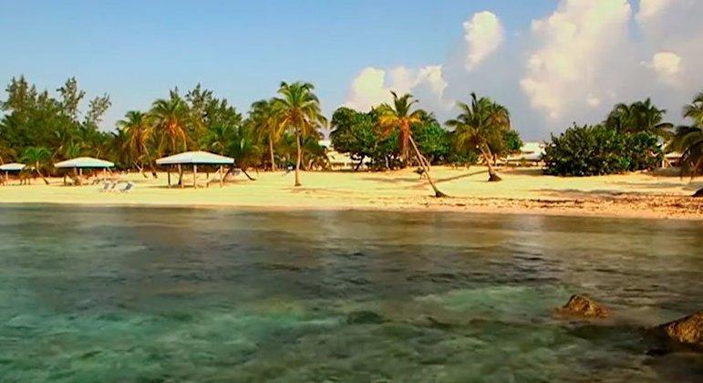 Segunda do relatório geral e o paraíso fiscal que mais recebeu investimento brasileiro no último ano, as Ilhas Cayman são um território britânico localizado entre Cuba e Jamaica. O arquipélago contém três ilhas na parte oeste do Mar do Caribe, sendo o Grand Cayman a maior delas.