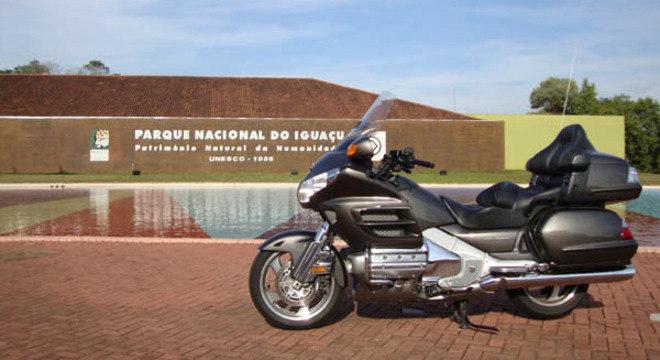 Proprietário de motos como a Honda Gold Wing, nem sempre conseguem passar pelo local destinado para motos nas praças de pedágio