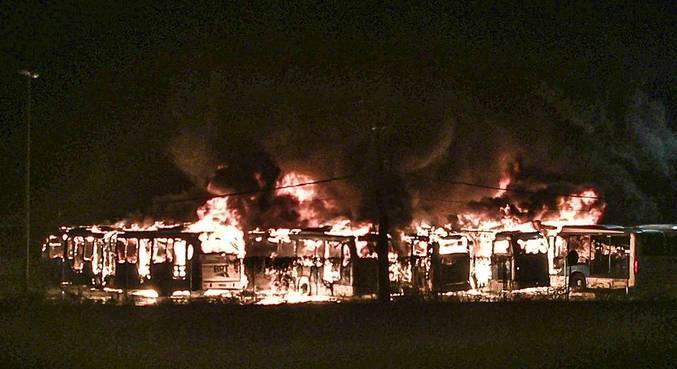 Seis ônibus do BRT foram incendiados no Rio de Janeiro