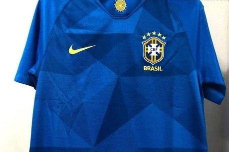 Camisa da seleção brasileira vazada pelo site Footy Headlines fa183bccf478f