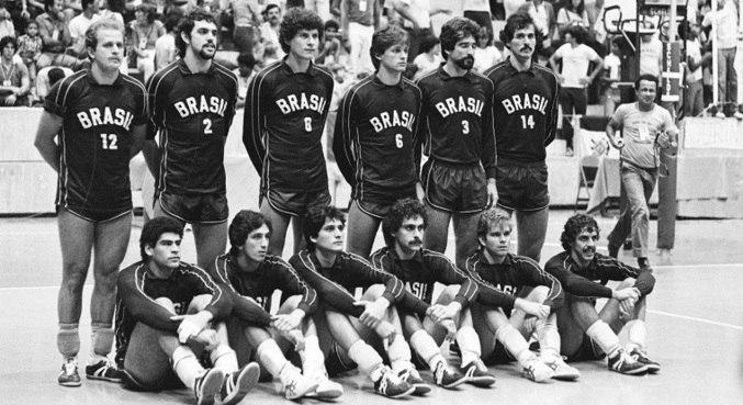Seleção brasileira de vôlei estimulou o esporte nos anos 80