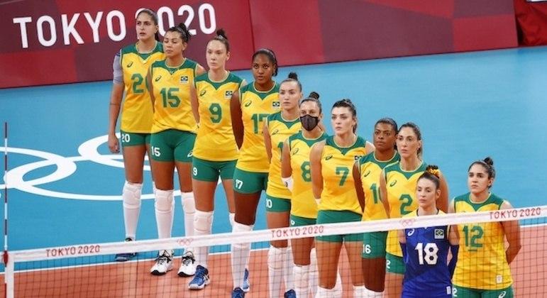 Já sem Tandara, Brasil tinha 11 atletas à disposição da comissão técnica da seleção brasileira