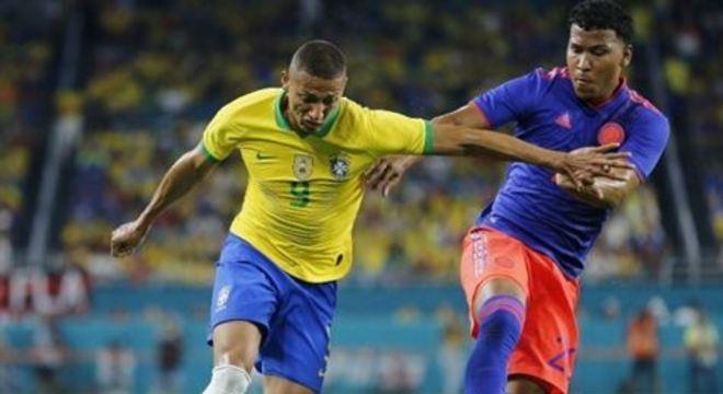 Seleção comandada por Tite fará sua primeira partida na competição no dia 26 de março, visando a Copa do Mundo