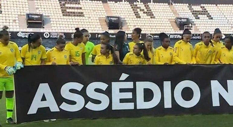 Seleção Feminina se posicionou ontem, enquanto a masculina e Tite se calavam