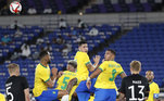 Experiência na zagaCom Dani Alves, Diego Carlos e Santos, o Brasil possui muita experiência no setor defensivo. E, Arana e Nino, apesar da idade, já se mostraram bastante maduros em seus clubes, Atlético Mineiro e Fluminense, respectivamente