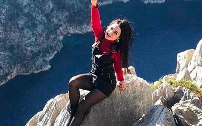 Foi o caso da guia turística turcaOlesya Suspitsyna, de 31 anos. Em 2020,ela viajou para comemorar o fim das rígidas medidas de isolamento no país, cruzou a grade de segurança em um ponto de cachoeiras na Antalia, e acabou despencando mais de 35 metros