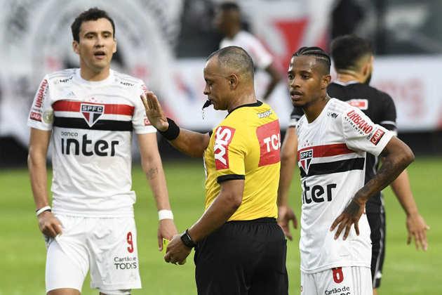 Sem inspiração, o São Paulo perdeu por 2 a 1 para o Vasco, em São Januário. Nenhum jogador do Tricolor teve participação com avaliação acima da nota 6,0. Veja as notas do LANCE! para o São Paulo na partida.