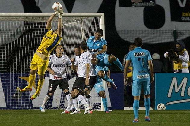 Semifinais da Liberta - Santos 0 x 1 Corinthians (13/6/2012) e Corinthians 1 x 1 Santos (20/6/2012) - Ainda iniciando sua história no clube, foi decisivo nas semifinais contra o Peixe, mas principalmente na ida, na Vila Belmiro, que acabou definindo a vaga na final