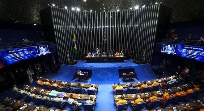Senadores devem votar relatório até o dia nove de julho