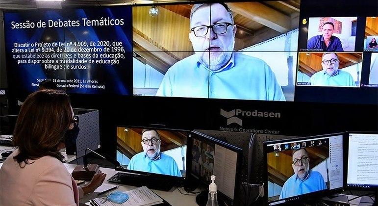 Autor do projeto Flávio Arns durante debate sobre o projeto realizado na última sexta-feira