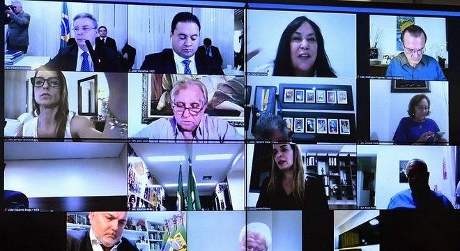 Senadores participam de votação remota do auxílio emergencial de R$ 600