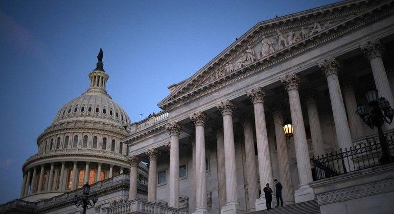 Senado dos EUA aprovou um orçamento de mais de R$ 18 trilhões