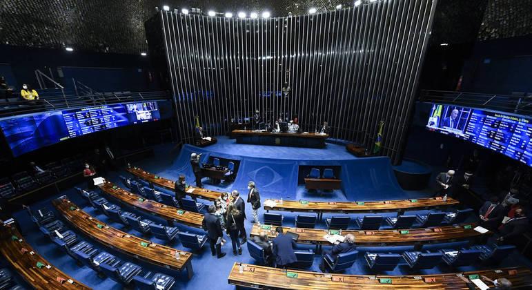 Senado vota em segundo turno PEC que reduz recursos para a educação