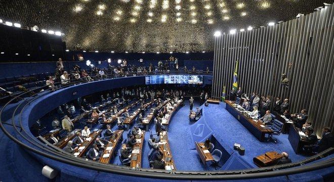 Aprovado pelo Senado (foto), PL das Fake News segue agora para a Câmara — e, para a organização Freedom House, projeto coloca em risco liberdade de expressão