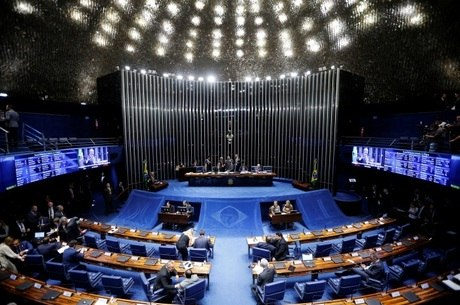 Senado aprova a PEC Paralela