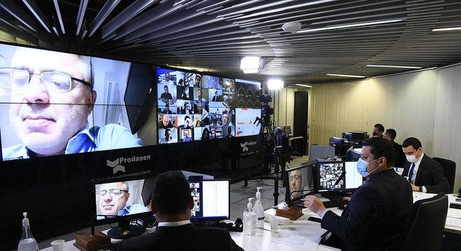Na imagem, presidente Davi Alcolumbre (DEM-AP) durante sessão remota