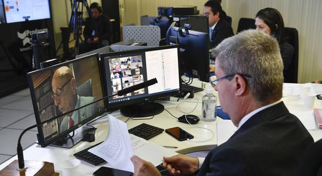 Sessão virtual do Senado, realizada na sala da Secretaria de Tecnologia da Informação (Prodasen)