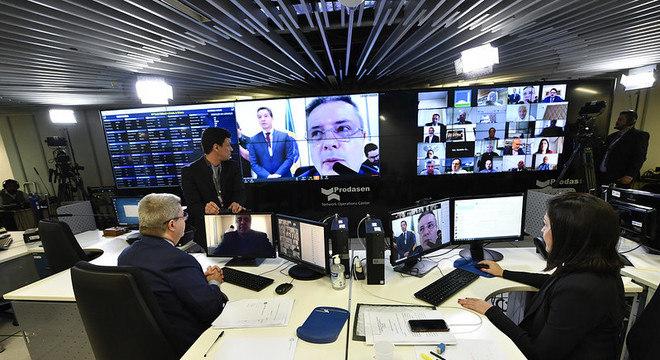 Em sessão virtual, senadores votam projetos urgentes para o combate à covid-19