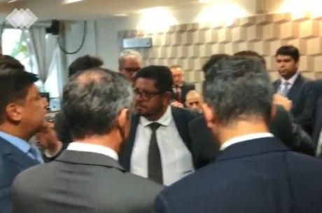 Políticos discutem em Brasília (DF)
