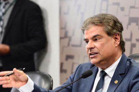 Senador Nelsinho Trad (PSD-MS) preside comissão
