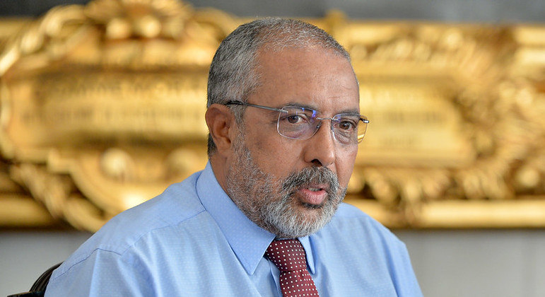 Senador Paulo Paim vê quebra de patente como saída para facilitar fabricação de vacinas no país