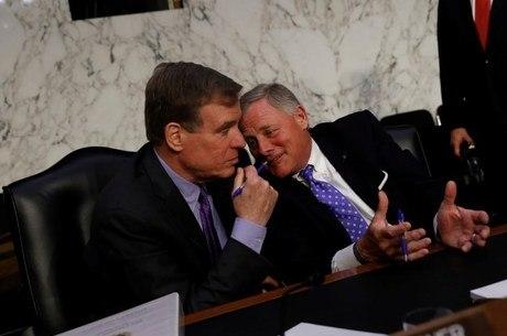 Senadores Warner e Burr confirmaram interferência