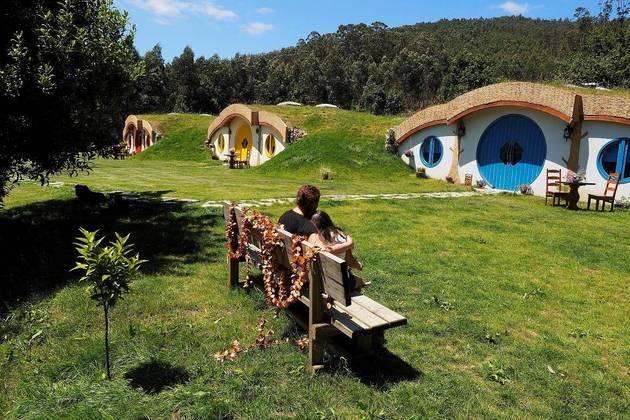 O hotel inspirado nas casas dos Hobbits do Senhor dos Anéis, que está sendo preparado em Viveiro