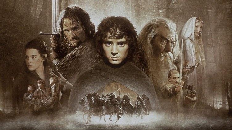 Há 20 anos, uma das franquias de fantasia mais consagradas do cinema estreava em Londres.O Senhor do Anéis: A Sociedade do Anel, primeiro filme dos três que foram adaptados dos livros de J.R.R. Tolkien, foi lançado em 2001, e até hoje é lembrado com carinho pelos fãs.O diretor Peter Jackson, que também comandou a origem do universo da Terra-Média na trilogiaO Hobbit, levou às telonas um número incrível de detalhes desse mundo fantástico, tanto no que se refere ao visual como na história