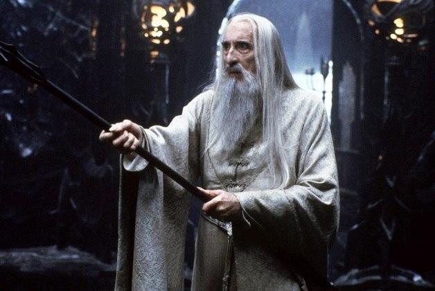 A única pessoa no elenco que conheceu pessoalmente Tolkien, o escritor que gerou a história, foi Christopher Lee, que interpretou o mágico Saruman, o Branco e que faleceu aos 93 anos em 2015