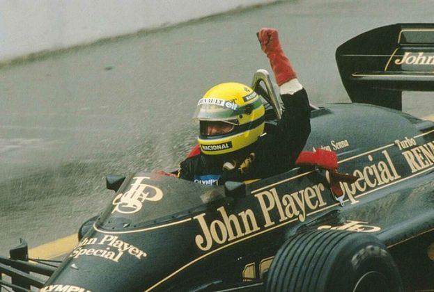 Senna cruzou a linha de chegada do chuvoso GP com mais de 1min de vantagem para o segundo colocado. A atuação é reconhecida como uma das grandes da carreira do tricampeão
