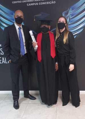 Sêo Bene ao lado do professor Douglas Galiazzo e da professora Roberta Candido