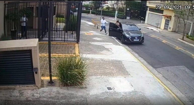 Casal foi abordado enquanto fazia entrega na zona sul de São Paulo